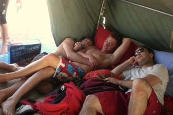 350x233-3men-tent