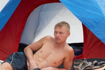 350x233-tent-man-2